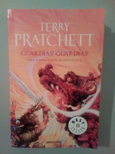 """¡Guardias!¡Guardias!"" de Terry Pratchett"