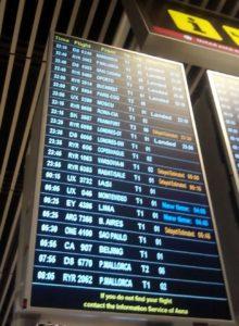 Panel de llegadas al aeropuerto, la parada final de mi Erasmus
